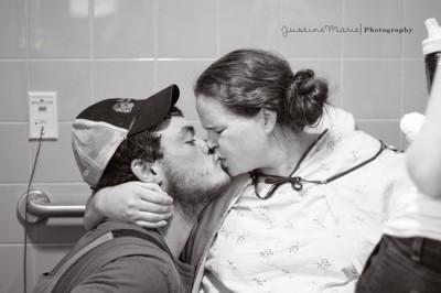 מקור: http://birthwithoutfearblog.com/2012/12/01/kissing-during-labor-to-reduce-anxiety-and-increase-oxytocin/